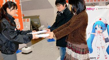护士装初音未来现身奈良 呼吁年轻人多多献血