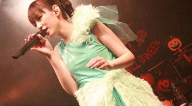 声优歌手平野绫将在周末演唱会COS初音未来