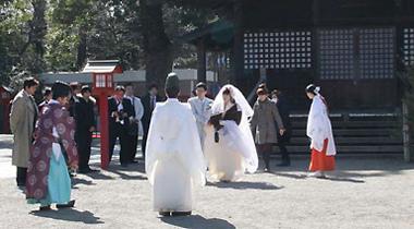 《幸运星》动画圣地办结婚式 福原香织献祝词