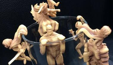 《进击的巨人》推出主题人偶 杯中再现经典场景